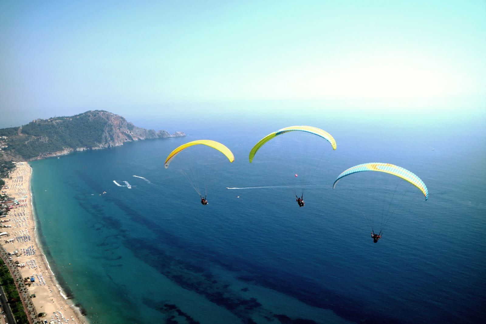 Several regions in the country are suitable for paragliding in terms of physical, geographical and climatic conditions in Alanya